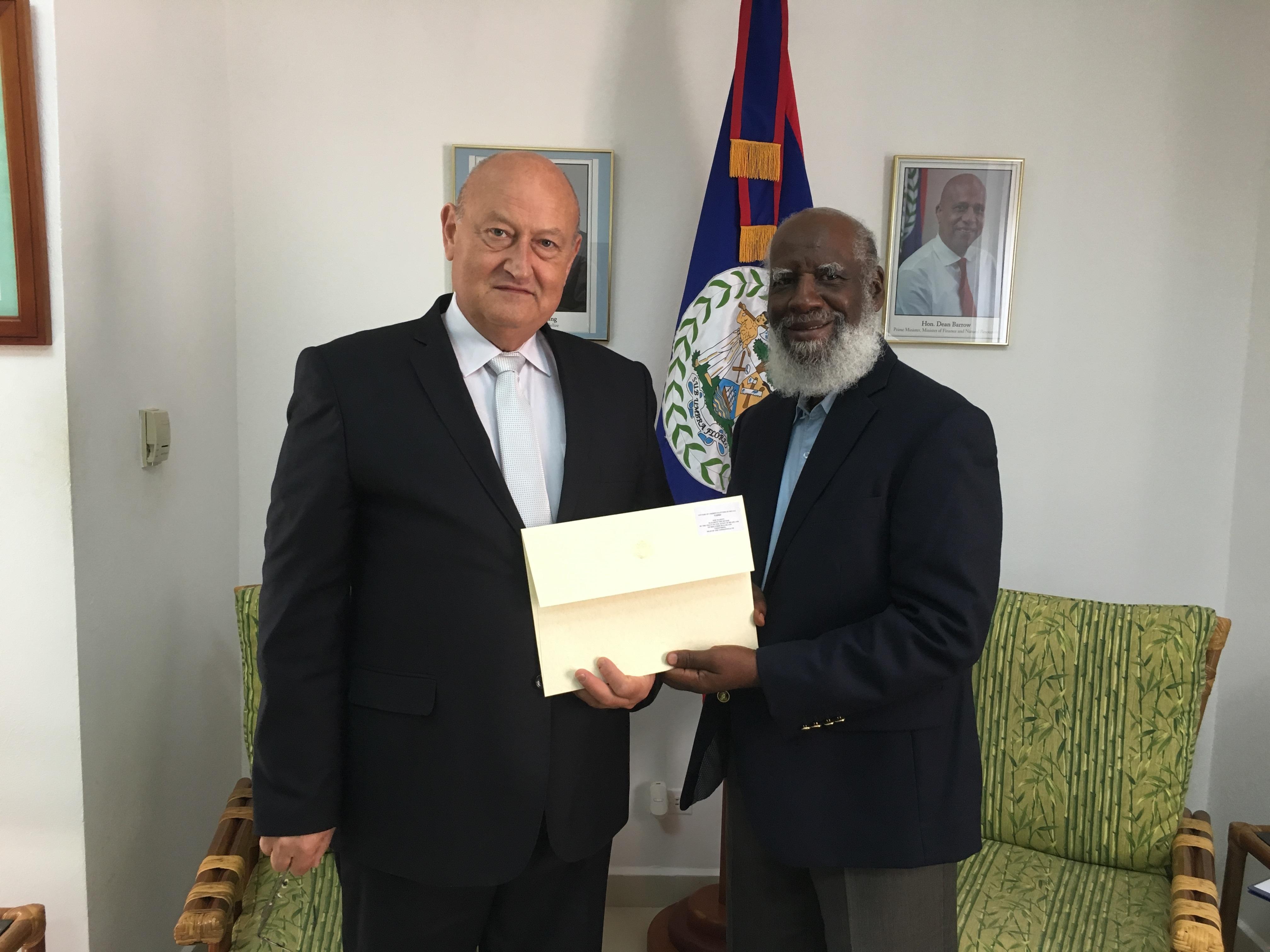 Посланик Модев връчи акредитивните си писма в Белиз