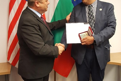 Consul General Ivan Anchev presented an award to Luis Narvaez,Strategic Project Director for the Office of Language and Cultural Education at the Chicago Public Schools